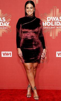 Ashley Graham fashion is wonderful. She wore a burgundy velvet mini dress. By the way, Ashley Graham dress is an awesome idea for evening dresses. Ashley Graham Outfits, Ashley Graham Style, Big Girl Fashion, Curvy Fashion, Plus Size Fashion, Lady Gaga Outfits, Looks Plus Size, Plus Size Model, Plus Size Dresses