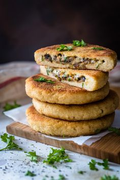 Potato Cakes, Sweet And Salty, Salmon Burgers, Vegetable Recipes, Bagel, Tapas, Stuffed Mushrooms, Food And Drink, Cooking Recipes