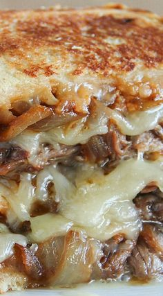 Grilled Cheese with Smoked Pulled Beef - Cooking Delicious Food Recipes - Dream Home Grilled Sandwich, Soup And Sandwich, Sandwich Recipes, Grilled Cheese Recipes, Beef Recipes, Cooking Recipes, Grilled Cheeses, Cabbage Recipes, Recipes With Pulled Beef