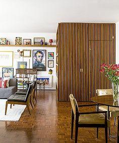Apê de 3 quartos com acabamentos neutros fica espaçoso