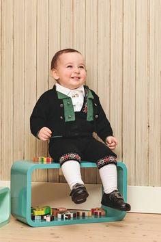 Bilderesultat for strikket barnebunader Folklore, Christmas Sweaters, Barn, Diy Projects, Costumes, Knitting, Jackets, Norway, Inspiration