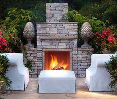 Love the indoor feel of this outdoor design fireplace #backyardoasis