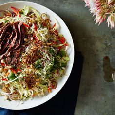 One Night in Bangkok Salad = food cart inspired cabbage slaw with steak Healthy Cooking, Healthy Recipes, Yummy Recipes, Recipies, Salsa, Thai Salads, Grilled Tofu, Main Dish Salads, Salad Bar