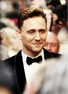 Tom Hiddleston Hollywood Actor | Briohoushomi