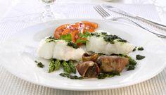 Torsk på menyen er en velkjent favoritt for mange. Torsken tåler utfordringer og nye smaker, prøv denne neste gang du skal ha gjester. Ovnsbaking gjør det enkelt å lage mat til mange.