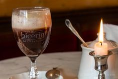 Un delicioso bicerin en el Caffè Al Bicerin, el lugar donde se inventó