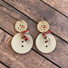 Snowman leather teardrop earrings, circle earrings, hand painted snowman leather earrings, winter earrings by ShopSimplyDistressed on Etsy Diy Leather Earrings, Diy Earrings, Leather Jewelry, Gold Earrings, Womens Earrings, Silver Jewelry, Feather Earrings, Fine Jewelry, Flower Earrings
