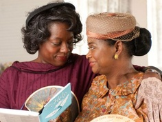 The Help with Octavia Spencer (Minnie Jackson) and Viola Davis (Aibileen Clark) as they read the book they helped Emma Stone (Skeeter Phelan) to write. Mississippi, The Help Book, The Book, Movie Stars, Movie Tv, Best Picture Nominees, Octavia Spencer, Jackson, Female Friendship