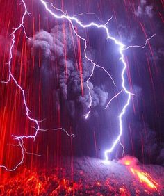 Volcanic lightning! Photographed by - Martin Rietze.