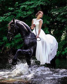 #bridsalfashion#bridalportrait#bride #qbridwestyle#bridetobe#couple  #dreamwedding #fashionwedding #groom#instawedding#justmarried #love#matrimonio#passion#rocknrollbride #sposa#voguewedding#wedding #weddingdress  #weddinggown #weddinginspiration #weddingphoto#weddingphotographer #weddingphotography #weddingplanner#weddings#photooftheday #instadaily #arunasjonaitisphotography http://butimag.com/ipost/1490870315876735693/?code=BSwoqdAAdrN