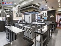 In order to ensure that the clients of your commercial eatery keep coming you need to procure industrial kitchen equipment for your kitchen. Stainless Steel Kitchen Design, Industrial Kitchen Design, Commercial Kitchen Design, Commercial Kitchen Equipment, Kitchen Furniture, Kitchen Dining, Open Kitchen, Metal Furniture, Cloud Kitchen