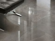 Tips on how to clean and care for your polished and glazed porcelain tiles with no special agents. Here's how to clean your porcelain tiles naturally. Cleaning Porcelain Tile, Polished Porcelain Tiles, Porcelain Floor, Modern Floor Tiles, Wall And Floor Tiles, Shiny Tile Floors, How To Make Tiles, Inexpensive Flooring, Kitchen Tiles Design