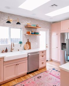 Green, blue or pink in the kitchen? Check out these kitchen renovation projects to see how these designers took a bold color leap and made it work. Kitchen Colors, Kitchen Decor, Kitchen Design, Remodeling Mobile Homes, Home Remodeling, Cheap Mobile Homes, Home Decor Paintings, Beautiful Interiors, Cheap Home Decor