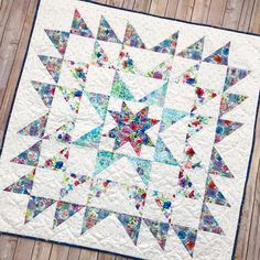 Sewing Quilts 29 Eye Catching Modern Beginner Quilt Patterns Ideal Me - Check out these eye-catching modern beginner quilt patterns, something easy that you can do to practice! Mini Quilts, Big Block Quilts, Star Quilt Blocks, Easy Quilts, Small Quilts, Modern Quilt Blocks, Blue Quilts, Quilting Projects, Quilting Designs