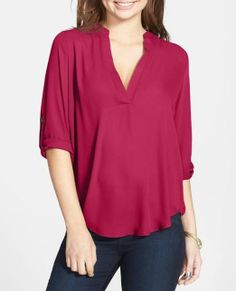 Summer basic: V-neck shirt with roll tab sleeves