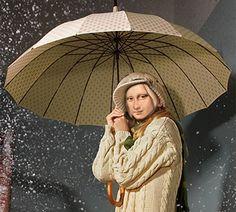 mona lisa with umbrella