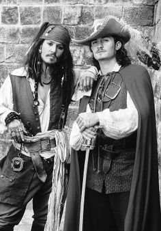 Captain Jack Sparrow / Johnny Depp & Will Turner / Orlando Bloom - Pirates of the Caribbean - the Curse of the Black Pearl Will Turner, Captain Jack Sparrow, Sparrow Pictures, Orlando Bloom Legolas, Matthew Fox, Pirate Life, Hommes Sexy, Chef D Oeuvre, Film Serie
