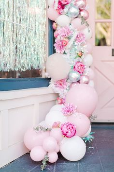 pink candyland balloon arch