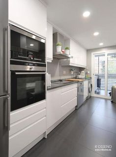 RD interiorismo kitchen cocina grey gris brillo interiorismo casa decoracion ref. White Kitchen Interior, White Kitchen Cupboards, Interior Design Kitchen, Gloss Kitchen, Kitchen Family Rooms, Home Decor Kitchen, Home Kitchens, Kitchen Ideas, Kitchen Diner Extension