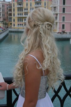 Prom hairdo for long hair