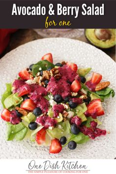 This avocado salad recipe is a Panera copycat recipe and is one of my favorite salads. Salad greens topped with berries, chopped pecans, and Feta cheese, then topped with a delightful blueberry vinaigrette. This single serving salad is easy to make and can be ready in minutes! Best Avocado Recipes, Great Salad Recipes, Taco Salad Recipes, Healthy Salad Recipes, Easy Recipes, Chopped Salad, Different Salads, Salads
