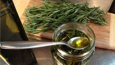 There are many methods of infusing oil with herbs. In this article, we will demonstrate how to make herb-infused oils using these various methods. How To Make Oil, Oregano Oil, How To Dry Rosemary, Herbal Oil, Infused Oils, Drying Herbs, Green Beans, Health Tips, Crockpot