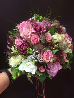 Brautstrauß rosa Töne Floral Wreath, Wreaths, Home Decor, Bridal Bouquet Pink, Homemade Home Decor, Door Wreaths, Deco Mesh Wreaths, Garlands, Floral Arrangements