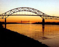 Google Image Result for http://upload.wikimedia.org/wikipedia/commons/thumb/e/e4/Cape_Cod_Bourne_Bridge_and_Railroad_Bridge.jpg/275px-Cape_Cod_Bourne_Bridge_and_Railroad_Bridge.jpg  Cape Cod <3