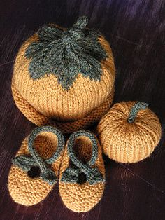 This is a modification to Saartje's Bootees pattern.