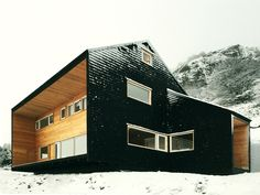 Mountain House / Armando Montero