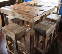 Une table haute de bar en palette  http://www.homelisty.com/table-en-palette/