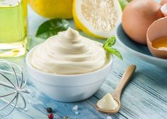 This Healthy Homemade Mayonnaise Recipe is easy to make, tastes great and is great for you. See this healthy mayonaisse recipe and why it's so healthy. Healthy Mayonnaise, Mayonnaise Recipe, Homemade Mayonnaise, Cream Recipes, Keto Recipes, Healthy Recipes, Keto Foods, Aioli, Gastronomia