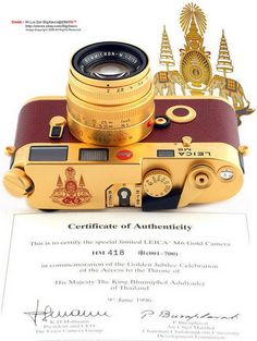 Leica His Majesty King Bhumibol Adulyadej of Thailand Anniversary of His Coronation GOLD Edition with matching Gold-plated Summicron-M 1996 with certification King Phumipol, King Rama 9, King Of Kings, Thailand History, King Thailand, Small Coffee Shop, Thailand Photos, Bhumibol Adulyadej, Great King