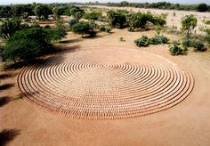 Richard Long, Sunset circles. Land art, 2006, adobe bricks, Agadez Niger.
