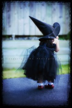 love this little witch- Annie loved witchy stuff.  We dressed up our girls for Halloween like this one year.