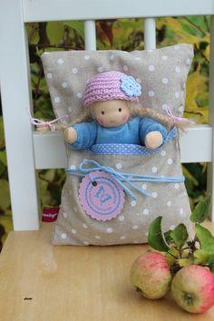 Puppen - Babymädchen im Steckbettchen - ein Designerstück von Lille-lilith bei DaWanda