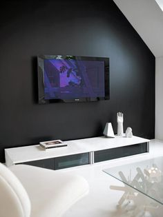 Sort vegg bak TV   Black wall vs built-in cabinet