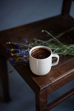Facts And Trivia About Coffee I Love Coffee, Coffee Break, My Coffee, Coffee Cafe, Coffee Drinks, Coffee Shop, Tumblr Cafe, Coffee Cantata, Fresh Roasted Coffee