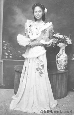 lady in traditional filipina clothes Philippines Dress, Miss Philippines, Philippines Culture, Philippines People, Manila Philippines, Filipino Fashion, Filipino Culture, Filipina Beauty, Filipiniana