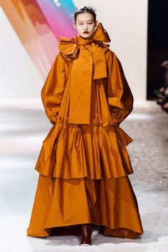 Roksanda Fall 2019 Ready-to-Wear Fashion Show - Vogue Women's Runway Fashion, Fashion 2020, Couture Fashion, Retro Fashion, High Fashion, Womens Fashion, Fashion Trends, London Fashion Weeks, Vogue