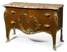 A Louis XV style gilt bronze mounted commode /François Linke, ca. 1900