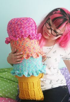 Rainbow Sherbet Throw Pillow FREE crochet pattern ||| Twinkie Chan Blog