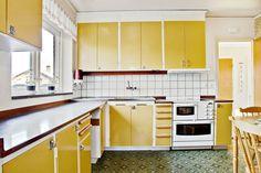 Bildresultat för 60-tals inredning kök Country Kitchen, New Kitchen, Kitchen Cabinet Design, Kitchen Cabinets, Interior Concept, Interior Design, Vintage Housewife, Retro Home, Minimalist Interior