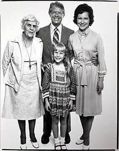 A family Picture of President Jimmy Carter with his mother Lillian, daughter Amy, and wife Rosalynn Greatest Presidents, American Presidents, First Lady Of America, Georgie, Carter Family, 1970s Childhood, Great Novels, Jimmy Carter, Kings Man