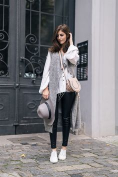 Valerie from http://simple-et-chic.de wearing the cardigan 'Nila' from EDITED the label.