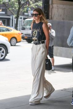 Is Fashion starting to grow into this sophisticated woman, or what? Dressy pants are the new IT look, or trend if you will of 2017 summer. They crept up upon us like a sly spy and we love them even mo Dressy Pants. Are They The New Skirts Of Street Style Blog, Looks Street Style, Looks Style, Looks Cool, Casual Looks, Wide Leg Pants Street Style, Paris Street Style Summer, Pants Style, Smart Casual