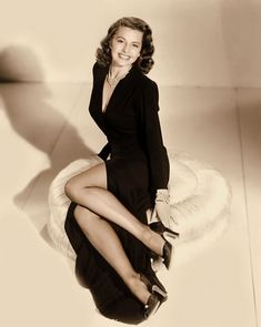 Cyd Charisse smile legs dance wavy hair old Hollywood show girl Hollywood Stars, Hollywood Icons, Golden Age Of Hollywood, Vintage Hollywood, Hollywood Glamour, Hollywood Actresses, Classic Hollywood, Actors & Actresses, Cyd Charisse