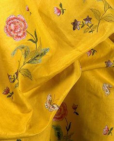 Painted yellow silk of a Robe à la Polonaise, American © Metropolitan Museum of Art Stoff Design, 18th Century Fashion, Mellow Yellow, Yellow Art, Yellow Fabric, Silk Fabric, Mustard Yellow, Shades Of Yellow, Golden Yellow
