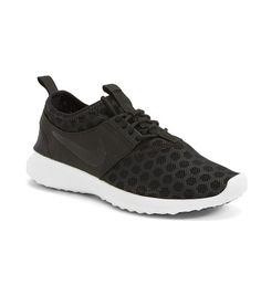 best service 6d118 78e6f 7 Sneakers That Won t Make Your Feet Look Bulky via  WhoWhatWear Mirrored  Aviator