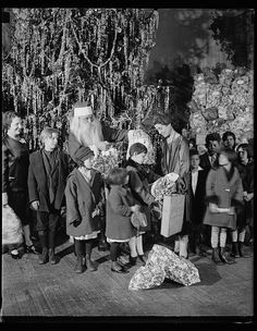 [Grace Coolidge, Santa Claus, and children next to Christmas tree] / Harris & Ewing. [1927 December]. Harris & Ewing Collection, Library of Congress Prints and Photographs Division.